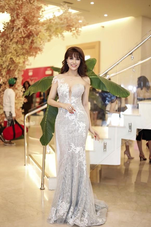 Á hậu Băng Châu trở lại ấn tượng với Bông hồng Quyền lực 2018 - 6