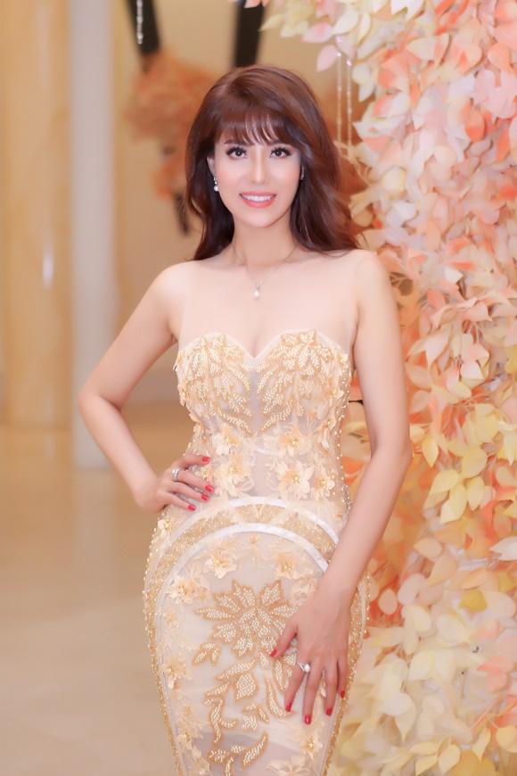Á hậu Băng Châu trở lại ấn tượng với Bông hồng Quyền lực 2018 - 7