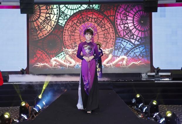 Á hậu Băng Châu trở lại ấn tượng với Bông hồng Quyền lực 2018