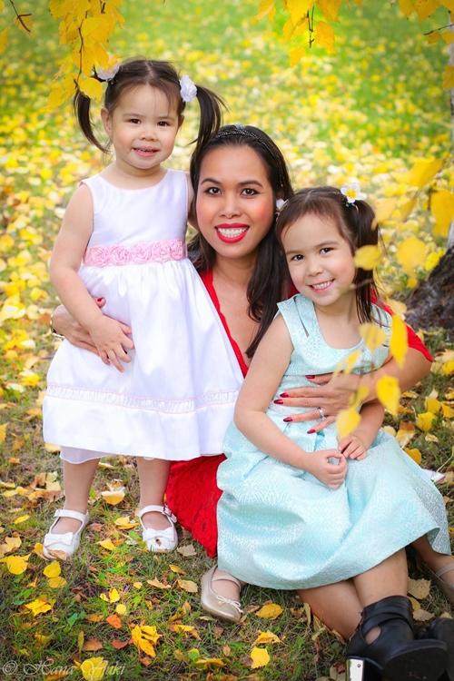 Sophia cùng mẹ và em gái.