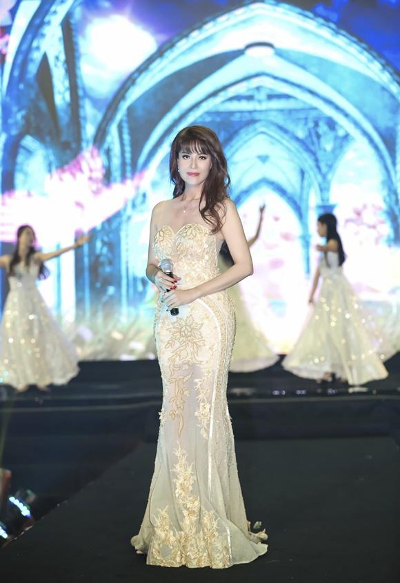 Á hậu Băng Châu trở lại ấn tượng với Bông hồng Quyền lực 2018 - 2