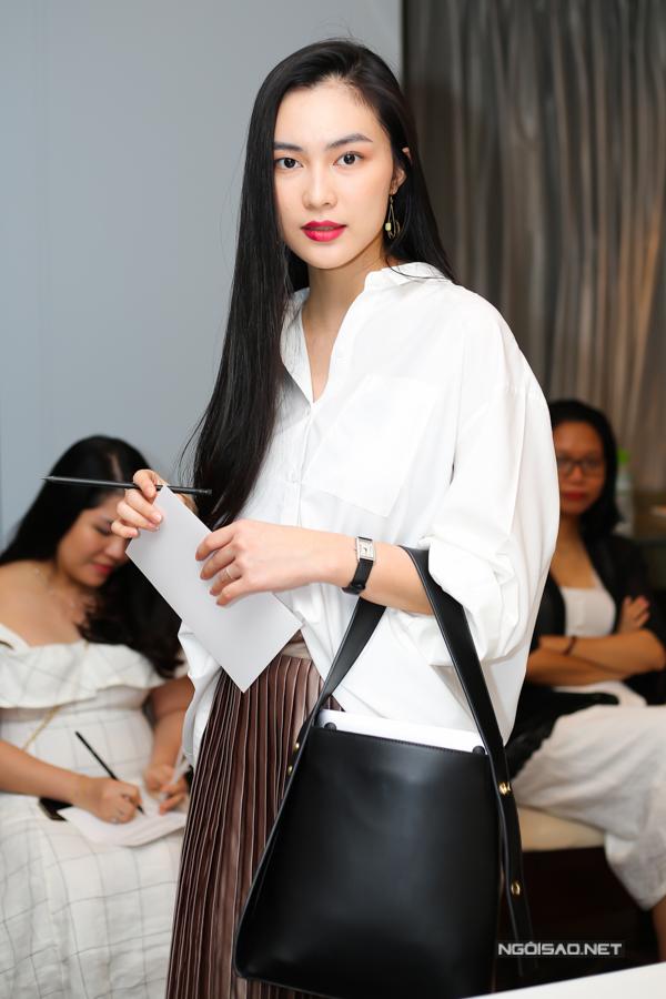 Fashionista Helly Tống khiến bạn bè bất ngờ khi tiết lộcô mới sinh con trai.