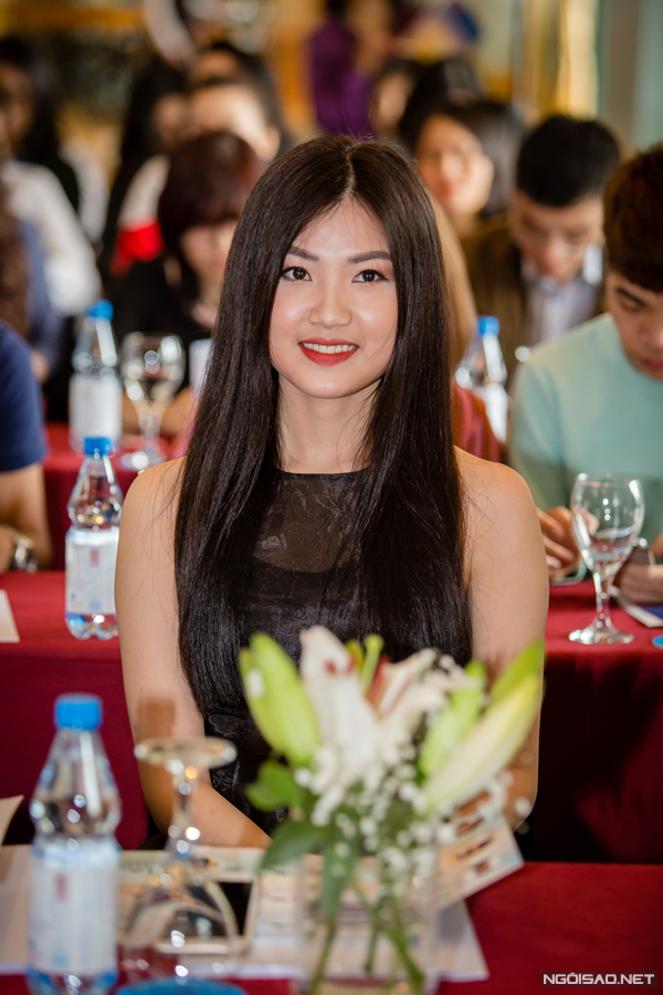 Lương Thanh tại họp báo ra mắt phim.