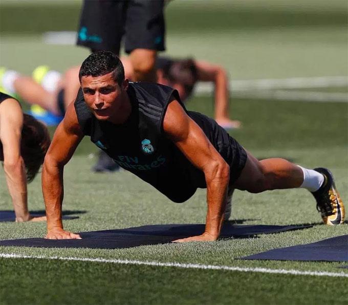 Có được thân hình vạn người mê, C. Ronaldo trải qua quá trình rèn luyện liên tục và kéo dài.