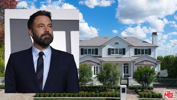 Ben Affleck đã chuyển đến ngôi nhà mới vào tháng 3 năm nay. Sau khi ly hôn Jennifer Garner vào tháng 4 năm ngoái, tài tử nhường lại ngôi biệt thự rộng lớn cho vợ cũ để tiện chăm sóc 3 người con. Ben đã đi thuê nhà ở tạm và tìm mua một nơi ở mới trong những tháng qua.