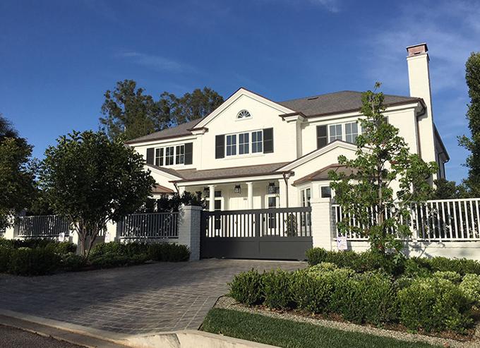 Ben Affleck mua ngôi nhà này với giá 19,2 triệu USD (436 tỷ đồng). Tài sản hiện tại của ngôi sao 45 tuổi vào khoảng 105 triệu USD.