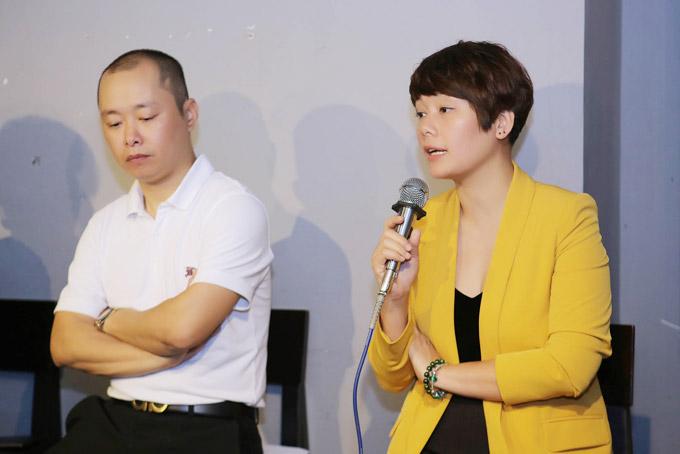Ca sĩ Bông Mai (phải) đã nghỉ việc tại VTV để dồn toàn bộ tâm huyết cho dự án phát triển âm nhạc thiếu nhi của bố.