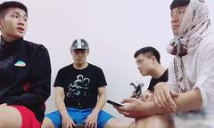 Bùi Tiến Dũng khiến fan cười 'lăn lóc' khi cùng đồng đội hát nhạc chế