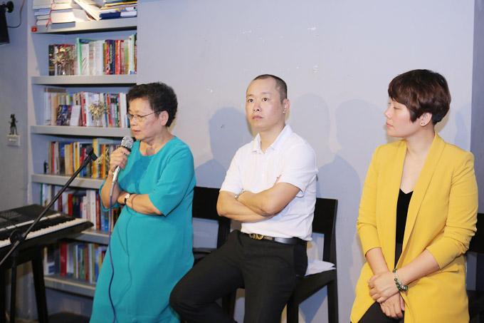 Gia đình cố nhạc sĩ An Thuyên trong buổi gặp gỡ báo chí chiều 12/4.