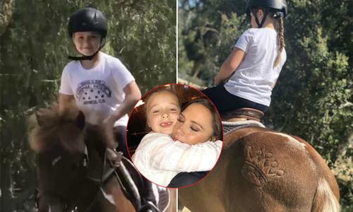 Vic bị 'ném đá' khi đăng ảnh con gái cưỡi ngựa