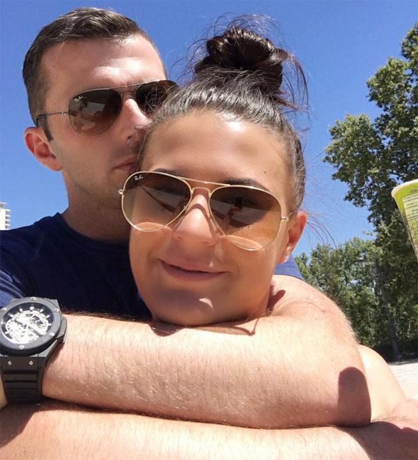 Vợ chồng trọng tài Oliver trong chuyến đi tới Madrid mùa hè 2016.