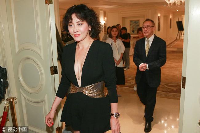 Giàu có, hạnh phúc bên ông xã Lương Triều Vỹ, tuy nhiên Lưu Gia Linh vẫn không sinh con. Nữ diễn viên chia sẻ cô hài lòng với cuộc sống hiện tại và không có ý định bầu bí.
