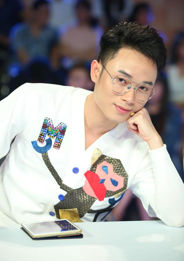 Trúc Nhân nhiều lần khiến danh hài Hoài Linh bất ngờ về khả năng ăn nói, khiếu hài hước khi chơi gameshow.