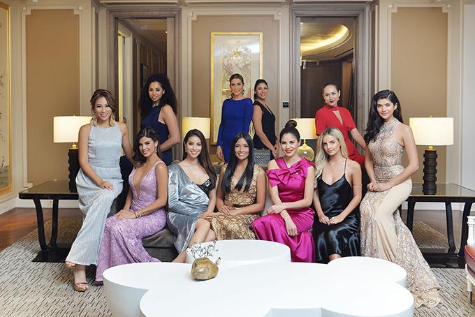 Hoa hậu Phạm Hương mặc áo tắm khoe dáng gợi cảm ở Indonesia