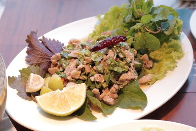Khao Lao tặng thực khách 100 suất lạp vịt hoặc vai heo nướng