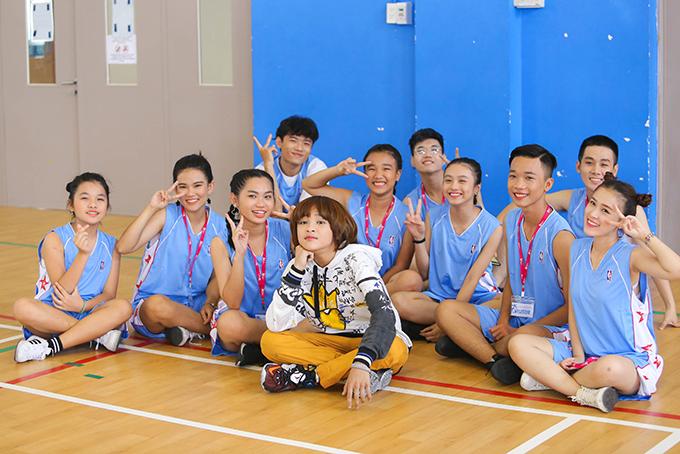 Thiên Khôi năm nay 13 tuổi, đăng quang Vietnam Idol Kids 2017. Sau giải thưởng này, em nhận được nhiều lời mời đi diễn, nhưng bố mẹ chỉ thỉnh thoảng nhận show cho Thiên Khôi. Theo họ, ở tuổi này, Khôi cần tập trung vào việc học.