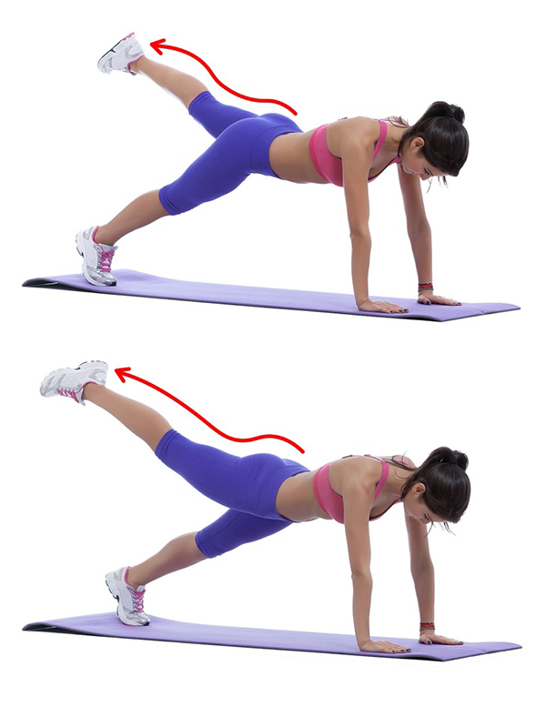 Chống đẩy, kiễng mũi chân, lần lượt đá hai chân lên cao. Lặp lại động tác 15 lần mỗi bên.