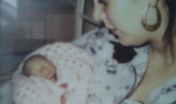 Kerry ôm con trai trong vòng tay suốt 12 giờ trước khi cậu bé mất.