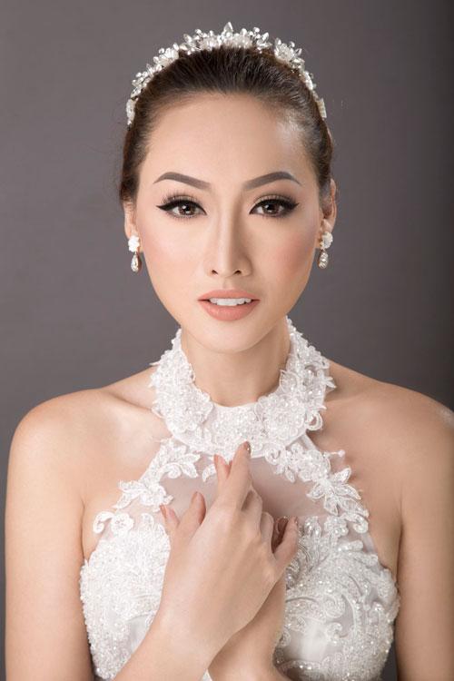 Bộ ảnh được thực hiện với sự hỗ trợ của photographer Trần Việt, model Tô Uyên Khánh Ngọc và retouch Phạm Đúng.