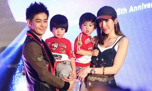 Vợ và cặp sinh đôi tới ủng hộ Lâm Chí Dĩnh ra mắt album mới
