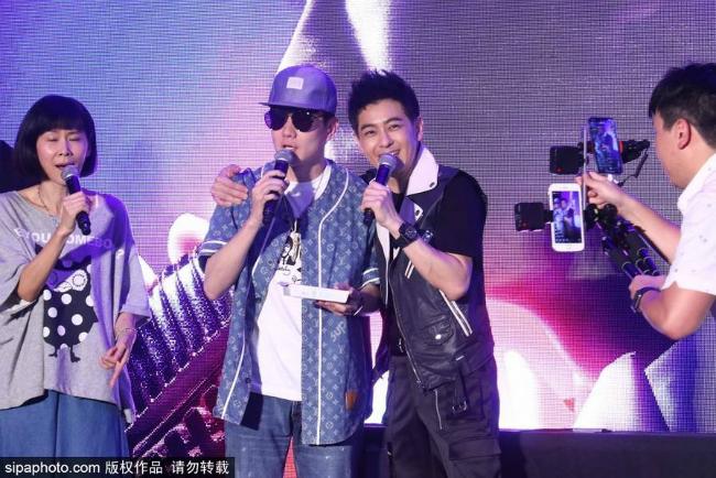 Vợ và cặp con trai sinhđôi tớiủng hộ Lâm Chí Dĩnh ra mắt album mới - 6