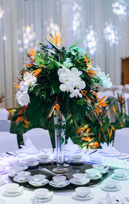 Nhiều khách mời đã nán lại tiệc cưới sau 21h để chụp ảnh lưu niệm trong không gian xinh xắn - Đó là điều khiến cô dâu, chú rể rất vui và tâm đắc khi lựa chọn phong cách tranh trí tiệc Rừng nhiệt đới.