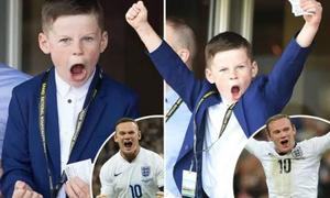 Con trai Rooney tái hiện màn ăn mừng giống bố ở trường đua ngựa