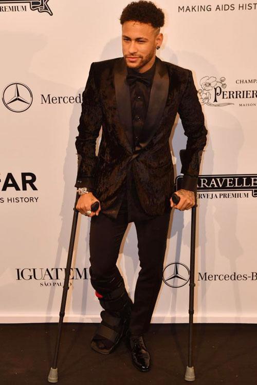 Chân sút 26 tuổi thông báo rằng đủ khỏe để tham dự World Cup vào tháng 6 tới. Tuy nhiên trước mắt Neymar vẫn phải nghỉ dưỡng thương thêm một tháng.