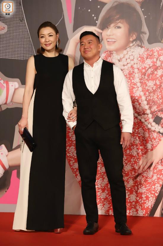 Diễn viênĐiền Nhụy Ni (trái) bên bạn diễn.