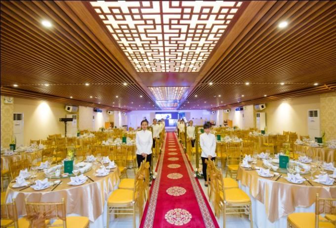 Emerald là một trong những trung tâm hội nghị tiệc cưới hàng đầu với lối kiến trúc sang trọng, tinh tế, đẳng cấp cùng chất lượng dịch vụ chuyên nghiệp
