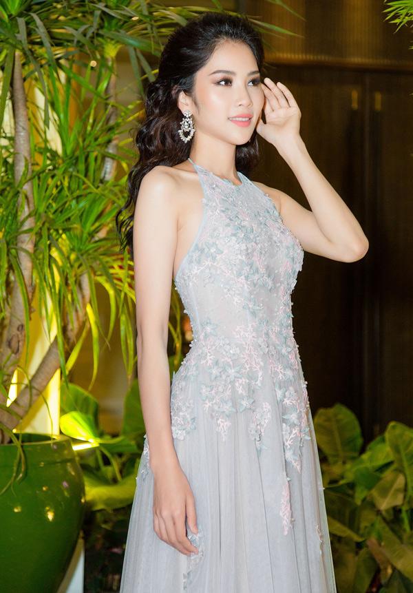 Nam Anh tổ chức tiệc cảm ơn tại một nhà hàng ở TP HCM, mời bạn bè, các cộng sự thân thiết và những người đã hỗ trợ, giúp cô đăng quang Người mẫu thời trang Việt Nam 2018 tham dự.