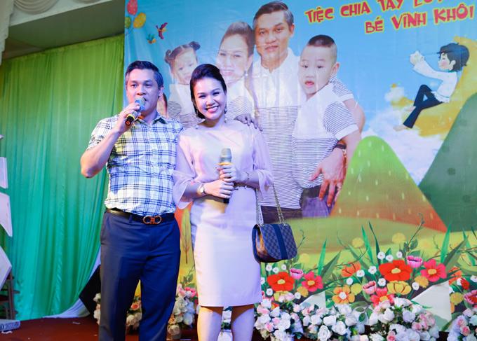 Chồng Xuân Hiếu ngẫu hứng khoe giọng hát ca khúc Vùng lá me bay trong tiệc sinh nhật của hai con.