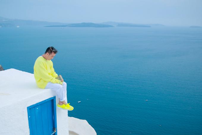Mr. Đàm khám phá từng ngõ ngách Santorini để chụp ảnh bìa album mới - 6