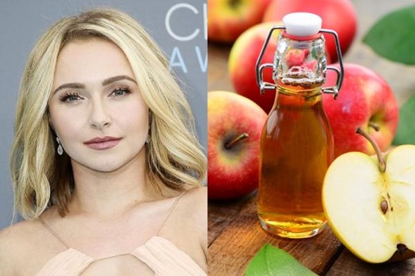 Hayden Panettiere chia sẻ, cô cũng thường xuyên bị mụn khi thay đổi nội tiết tố như nhiều cô gái khác. Vào những lúc làn da biểu tình, cô thường trộn kem chua với một chút giấm táo, mật ong và nước cốt chanh, đắp lên da để làm dịu và trị sạch mụn.