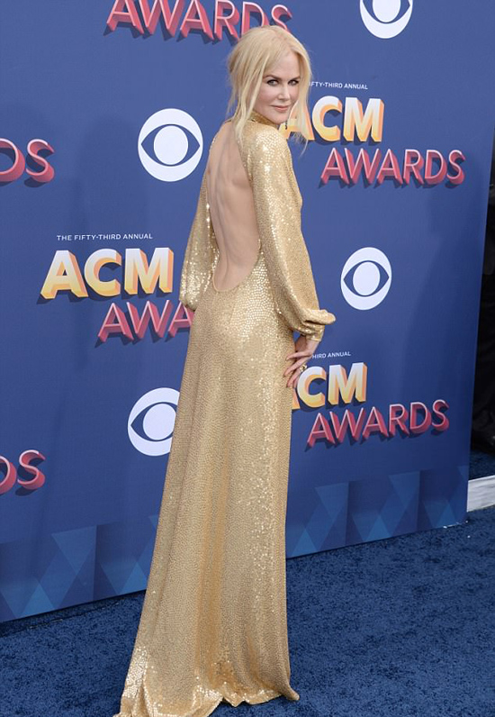 Nicole Kidman khoe dáng tại sự kiện âm nhạc Country Music Awards 2018 vào tối 15/4 (sáng nay theo giờ Việt Nam).