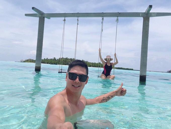 Suốt kỳ nghỉ, Bình Minh và bà xã dành trọn thời gian để tận hưởng cảnh thiên nhiên tuyệt đẹp và thoả thích tắm biển trong làn nước trong xanh.