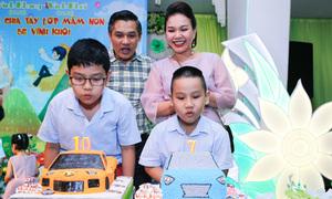 Vợ chồng MC Xuân Hiếu làm sinh nhật chung cho hai con
