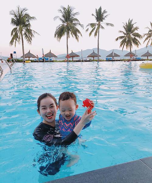 Ly Kute cùng con trai đang có kỳ nghỉ thư giãni. Hai mẹ con bé Khoai Tây lựa chọn Nha Trang làm điểm dừng chân.
