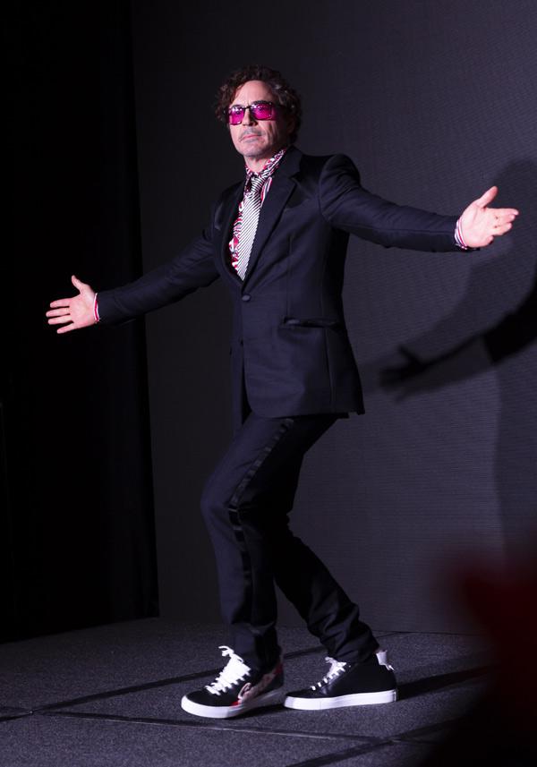 Tài tử Robert Downey Jr nổi tiếng với hai vai Người Sắt Iron Man và thám tử Sherlock Holmes.