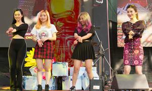 Huyền My cùng 'người lạ' Orange nhảy Gangnam style tại sự kiện