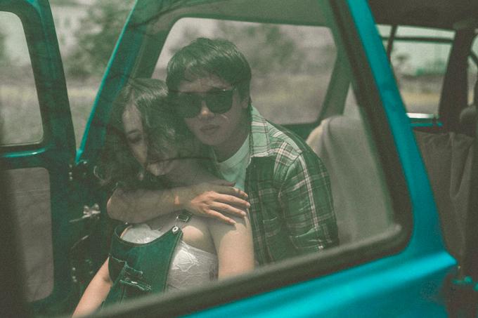 Bộ ảnh được chụp nhân kỷ niệm 2 năm yêu nhau của Thắm và Dương. Cả hai dự định 1-2 năm nữa, khi cuộc sống ổn định hơn, sẽ tổ chức lễ cưới.