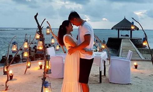 Vợ chồng Bình Minh kỷ niệm 10 năm kết hôn ở thiên đường Maldives
