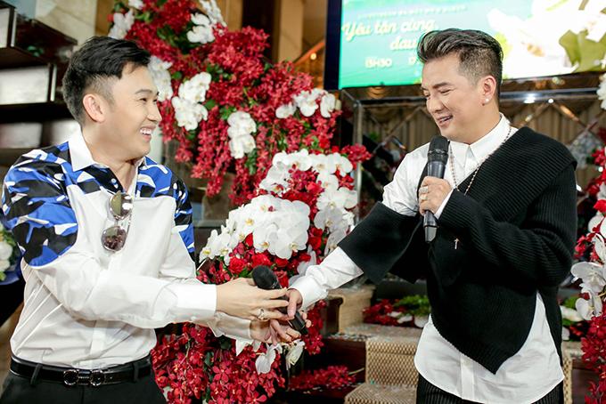 Dương Triệu Vũ chi 100 triệu mua album mới của Đàm Vĩnh Hưng