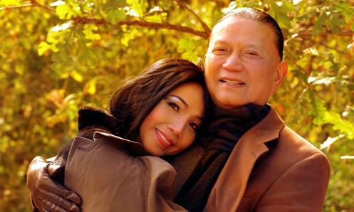 'Nữ hoàng phòng trà' Quỳnh Lan trở về Việt Nam sau khi chồng qua đời