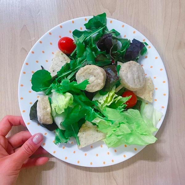 Cô tích cực ăn rau xanh
