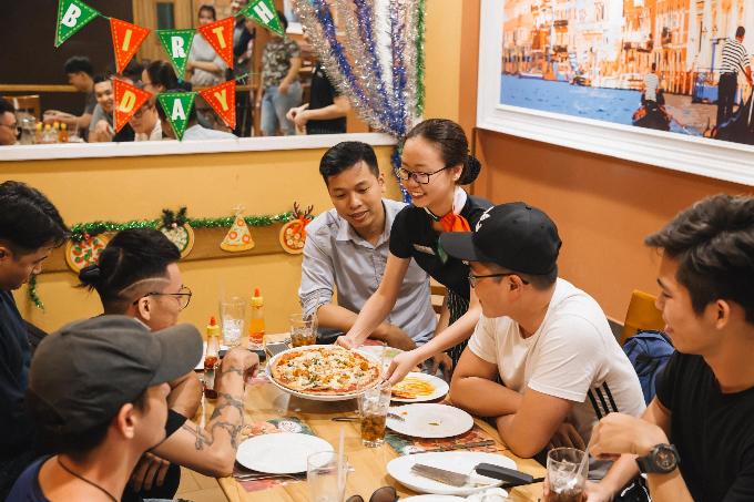 H'Hen Niê yêu thích Pizza Viền Tôm Nướng của The Pizza Company
