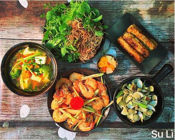 Những mâm cơm của chị Nguyễn Tâm dành cho ba người ăn có chi phí khoảng 120-150 nghìn đồng, được nấu trong vòng 60 phút.