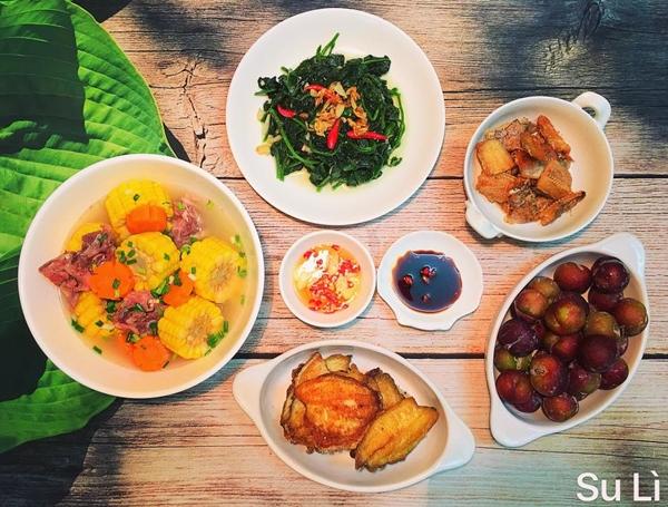 [Những mâm cơm của chị Nguyễn Tâm dành cho ba người ăn có chi phí khoảng 120-150 nghìn đồng, được nấu trong vòng 60 phút.