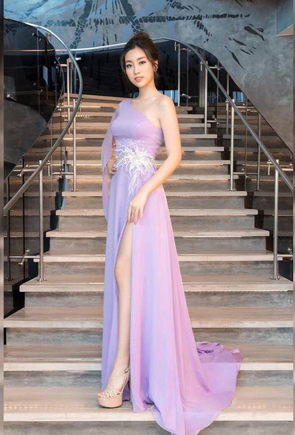 Đầu mùa hè, mỹ nhân Việt mê váy xẻ cao bất tận - 6