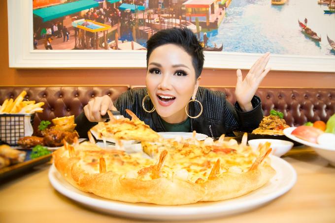 Hoa hậu HHen Niê yêu thích Pizza Viền Tôm Nướng